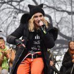 トランプ大統領とマドンナが不仲?猫耳ニット帽でデモで歌った曲や内容は?